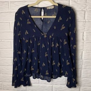 😊 Altar'd State Top Size Small V-Neck Bell Sleeve